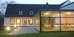 Anbau, Kunst am Bau – die Akademie Sankelmark präsentiert sich heute erweitert und modernisiert