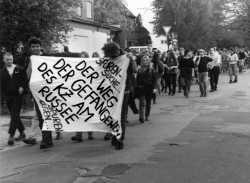 Mit einem Gedenkzug wurde 1995 der ungesühnten Verbrechen im AEL Nordmark gedacht