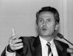 """""""Ich schwöre, ich wiederhole; ich schwöre ..."""" Ministerpräsident Uwe Barschel am 18.9.1987 während der """"Ehrenwortpressekonferenz"""" im Landeshaus in Kiel"""