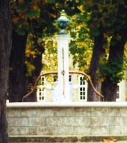 Der Brunnen auf dem Platz bei der Kirche ist heute das Symbol für Christiansfeld.