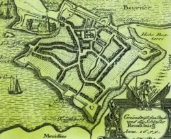 Plan der Festungsstadt Rendsburg von Johannes Meyer aus dem Jahr 1649: Die unregelmäßig angelegte mittelalterliche Stadt ist in ein frühneuzeitliches Festungskorsett gezwängt. Das Schloß im Norden ist durch Schanzen gesichert. Erst später wurde das Neuwerk im Süden und das Kronwerk im Norden angelegt.