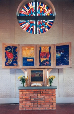 Ein Beispiel für zeitgenössische sakrale Kunst: der Flügelaltar von Emil Wachter, 1996/97 für St. Peter in Rantum auf Sylt