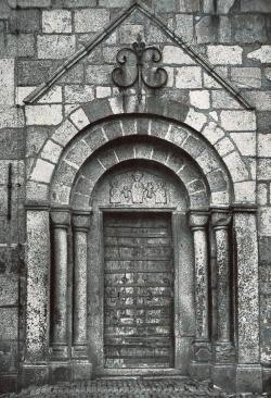 Nordportal der Granitquaderkirche in Sörup in Angeln vom Ende des 12. Jahrhunderts