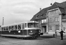 Triebwagen der Schleswiger Kreisbahn um 1960: Trotz moderner Züge waren die Tage der Kleinbahnen gezählt