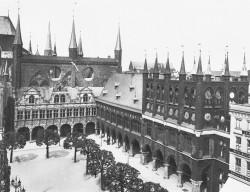 Das Lübecker Rathaus in einer Aufname von 1904