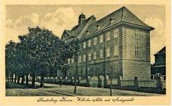 """In Nordschleswig finden sich bis heute Beispiele preußischer Architektur wie das Amtsgericht in Sonderburg. Nur die Straßennamen haben gewechselt. Aus der """"Kaiser-Wilhelm-Allee"""" wurde 1920 der """"Kongevej""""."""