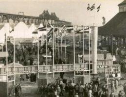 Die Anfänge der NORLA in den 1950er Jahren noch auf dem Nordmarkfeld. Im Hintergrund die Hochbrücke.