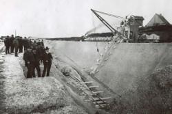 Die Grube Saturn gehörte im Ursprung zum Zementwerk von Brunsbüttel. Sie wurde dann aufgegeben und ist heute reaktiviert und die zur Zeit einzige Grube, die noch ausgebeutet wird.