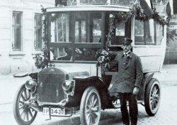 Ab 1925 verkehrte auch der erste Postbus zwischen Uetersen und Haseldorf