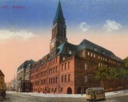 Im 1911 fertig gestellten neuen Kieler Rathaus tagte der Provinziallandtag nach dem Ende des Ersten Weltkrieges von 1920 an zwei Mal im Jahr