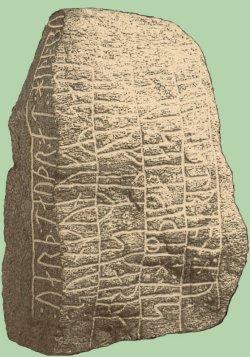 """Südlich von Busdorf wurde 1857 der sogenannte """"Skarthi-Stein"""" entdeckt. König Sven Gabelbart (988 - 1014) ließ ihn als Denkmal für einen gefallenen Gefolgsmann setzten. Die Runeninschrift lautet übersetzt: """"König Sven setzte diesen Stein für Skarthe, seinen Gefolgsmann, der nach Westen fuhr, aber nun bei Haithabu fiel."""" Im Umfeld von Haithabu wurden zusammen vier Runensteine gefunden"""