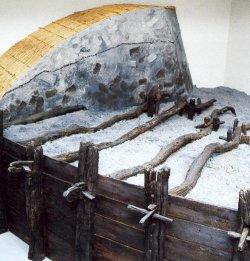 Modell und Schnitt eines Stackdeichs im Nissenhaus in Husum