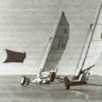 Zwei moderne Klasse-III-Yachten in der Wende