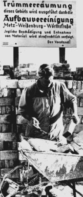 Eine 'Trümmerfrau' um 1946