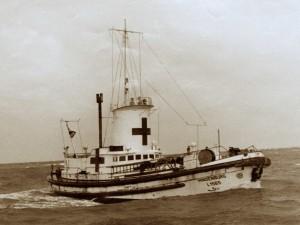 """Die """"Hindenburg"""" mit roten Kreuz und Turm im Kriegseinsatz"""