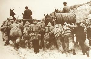 Schon der Weg zum Einsatzort mit dem Raketenapparat forderte alles von Pferden und Rettern