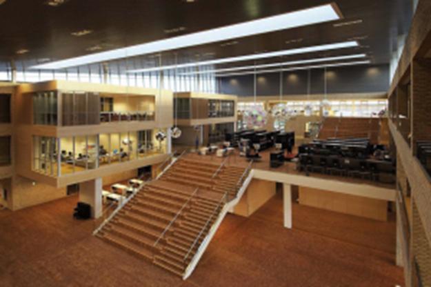 Blick ins Foyer der A.P.-Møller-Skolen